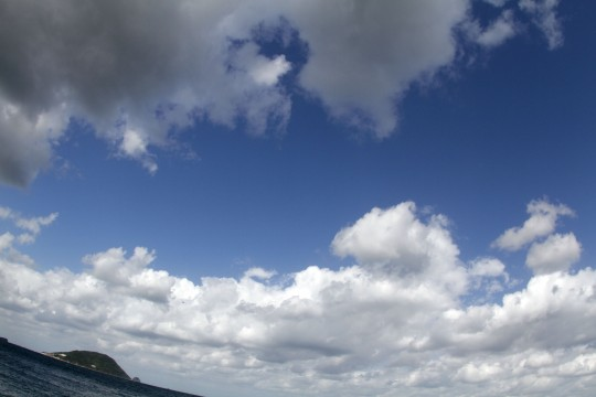 青空と海と島