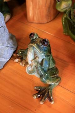 カエルの置物009
