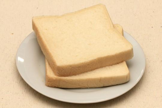 トーストしていない食パン