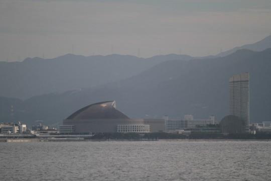 屋根が開いている福岡ドーム
