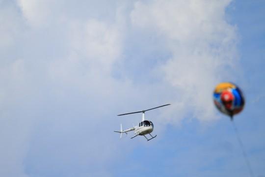 ヘリコプターと風船