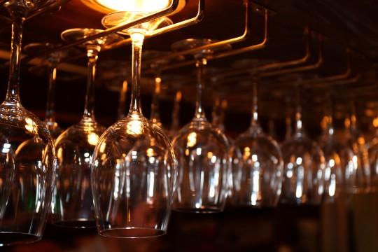 ワイングラスハンガー