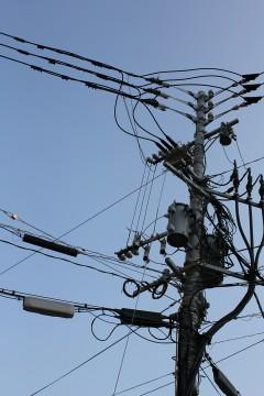電信柱と電線2