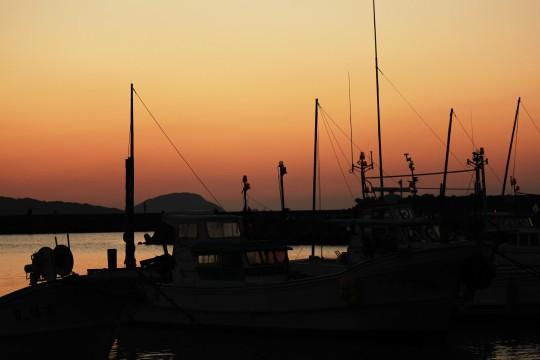 夕暮れの漁港2