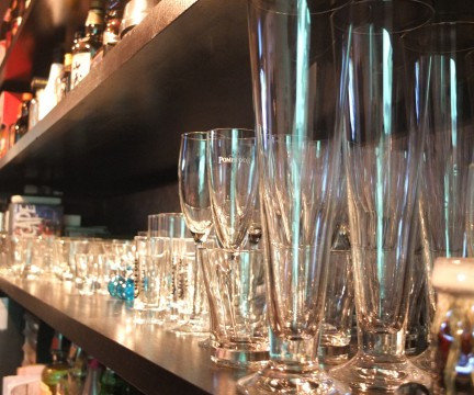 並んだグラスとお酒