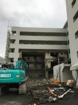 解体中のビル