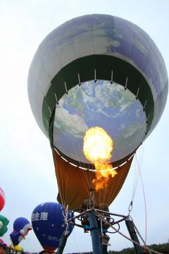 地球模様の気球2