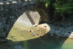 ハート形の影が出る橋