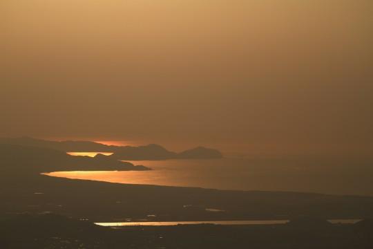 金色に輝く海岸線