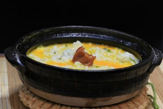梅干しの入った卵粥