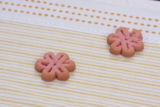 花の形をしたピンクのクッキー2