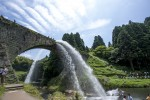 放水中の通潤橋2