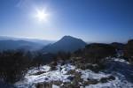 山頂から望む由布岳
