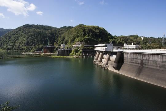水を蓄えたダム