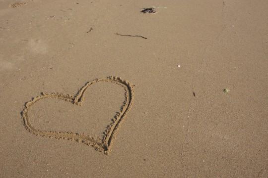 砂浜のハートマーク