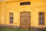 黄色いレンガの壁