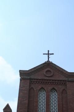 教会の屋根についた十字架
