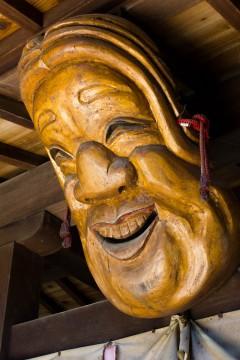 木彫りのおかめ