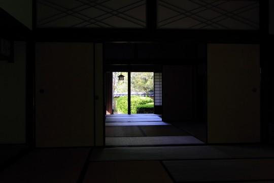 和室から見える庭園