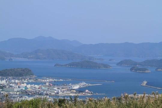 漁港と島々