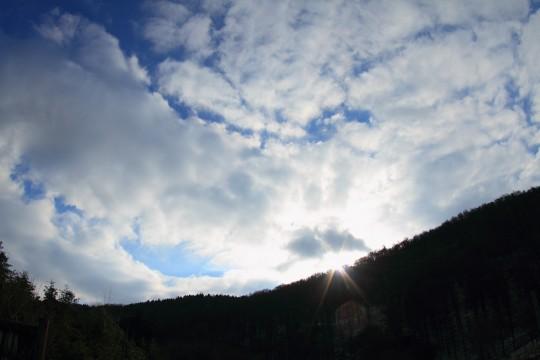 稜線から上る太陽