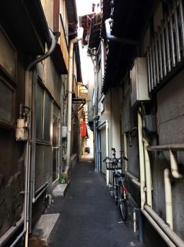 尾道商店街の路地裏の風景