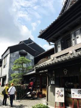 埼玉の「小江戸」川越の町並みと観光客