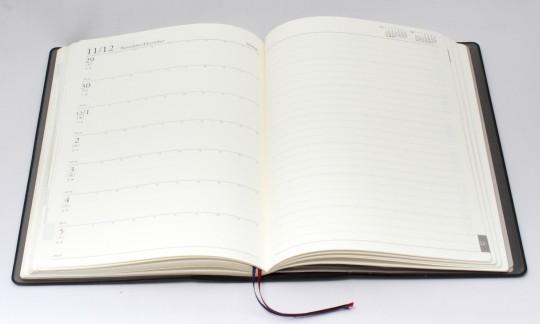 開いている手帳
